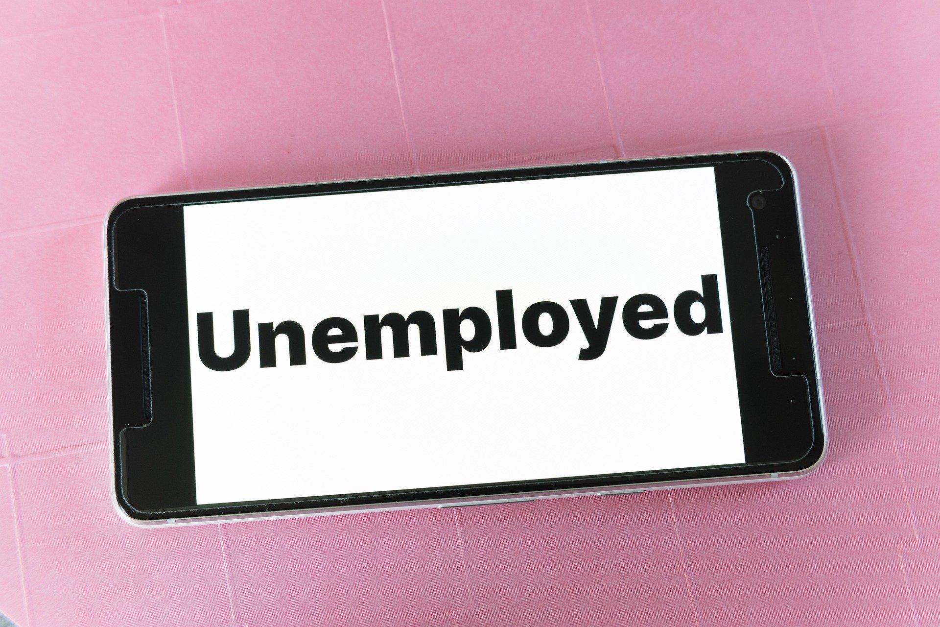 Los cinco métodos del SEPE para solicitar la prestación por desempleo (y la documentación que necesitas)